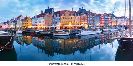 Panorama der Nordseite von Nyhavn mit bunten Fassaden von alten Häusern und alten Schiffen in der Altstadt von Kopenhagen, Hauptstadt von Dänemark.