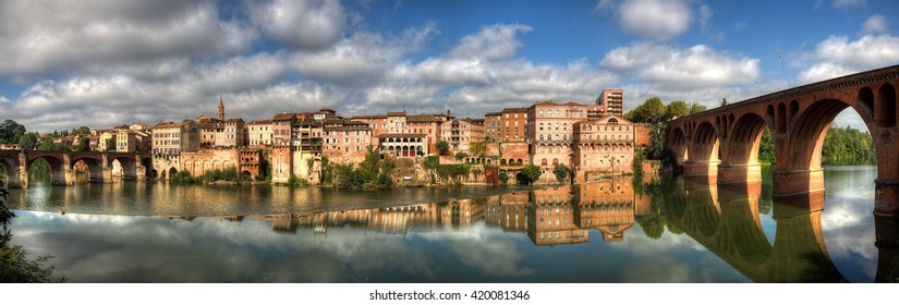 Panorama on two bridges in the city of Albi (Tarn)