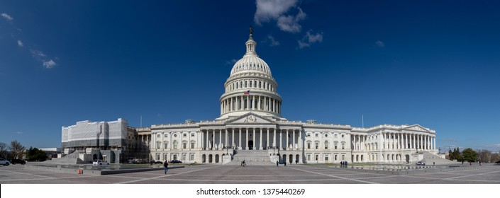 A panorama picture of the United States Capitol.