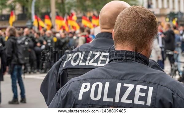 Panorama-Polizeioperation in Deutschland während einer Demo