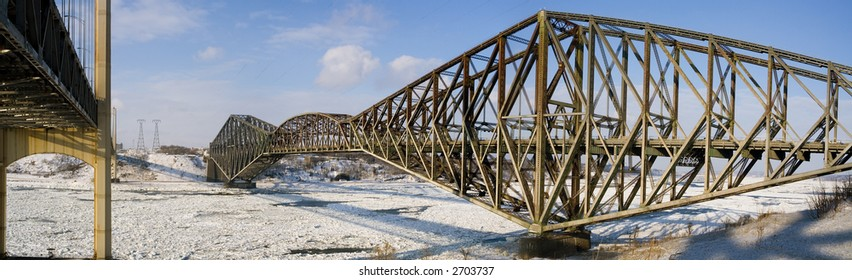 """A panorama of the """"Pont de Quebec"""" in winter"""
