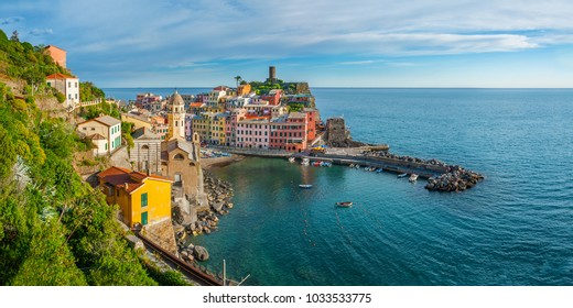 Panorama of resort village Vernazza, Cinque Terre, Italy