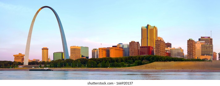 Panorama of St Louis skyline