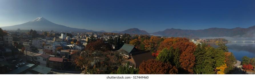 Panorama view of Kawaguchiko in autumn