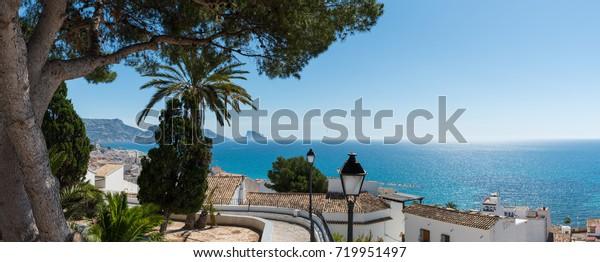 Panoramasicht von der Altstadt von Altea an der Costa Blanca in der Provinz Alicante in Spanien