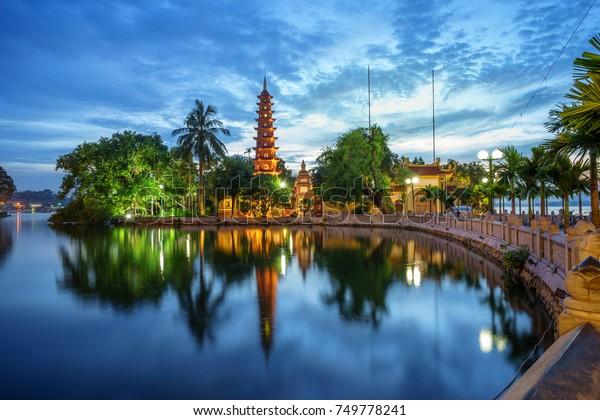 Panoramasicht auf Tran Quoc-Pagoda, der älteste Tempel in Hanoi, Vietnam