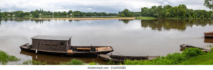 Panoramaphoto of Loire river near Candes-Saint-Martin, France