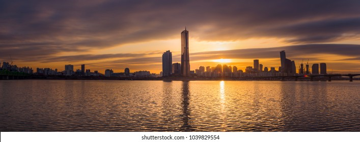 Panorama,Sunset 63 building at Seoul city and Downtown skyline in Seoul, South Korea.