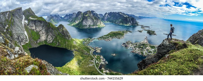 Panoramatic photography of the Lofoten from the top of Reinebringen.