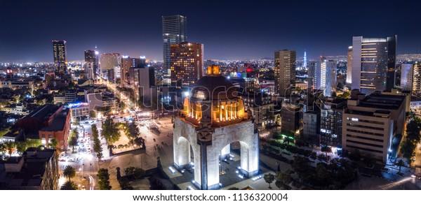 Foto stock de Vista aérea panorâmica do famoso monumento