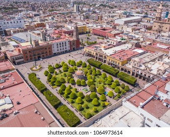 panoramic aerial view of the Main square in the center of Leon Guanajuato with a copper kiosk in the center, in the background the city and the Parroquia del Sagrario