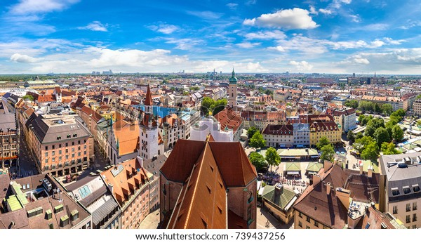 Panoramasicht auf München, Deutschland an einem schönen Sommertag
