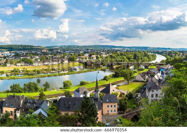 Panoramasicht auf Trier an einem schönen Sommertag, Deutschland