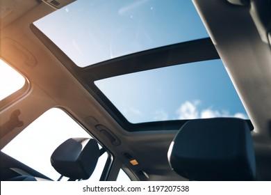 Panoramasonnendach im Auto