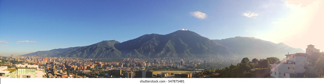 Panoramic image of Caracas and the Avila mountain