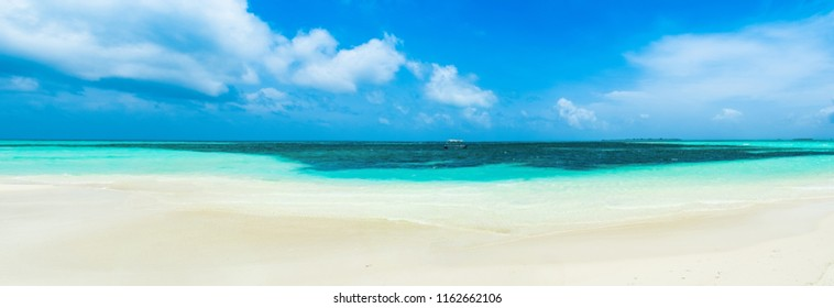 Panoramic landscape of clear turquoise Indian ocean, Maldives islands