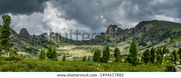 panoramic-landscape-dull-gray-clouds-600