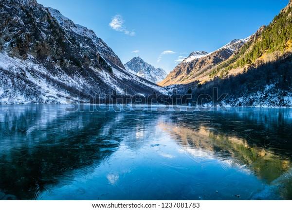 panoramic-landscape-frozen-mountain-badu