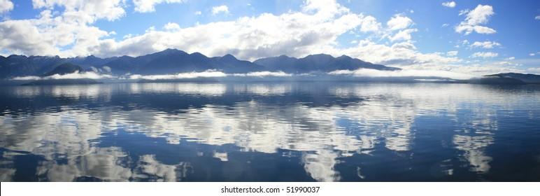 Panoramic landscape, Lake Manapouri, Fiordland National Par, New Zealand