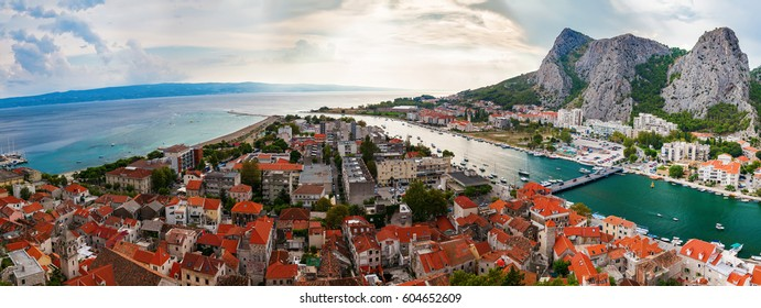 panoramic landscape of the town Omis