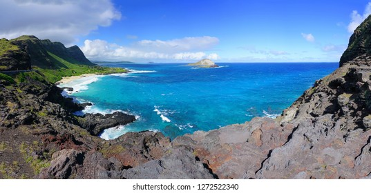 Panoramic landscape view of the shoreline and Pacific Ocean at Makapuʻu Point on the Eastern coast of Oʻahu, Hawaii