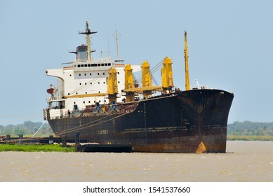 Panoramic photo of a merchant ship stranded on the banks of the Magdalena River.