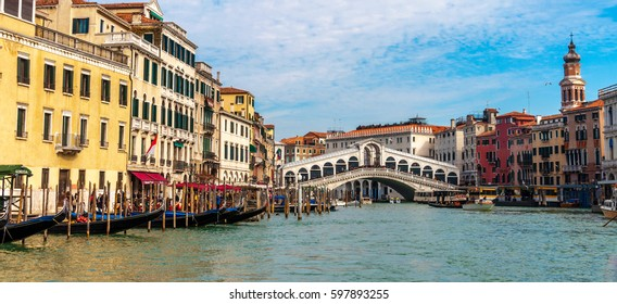 Panoramic photo of Venice, with the Rialto Bridge
