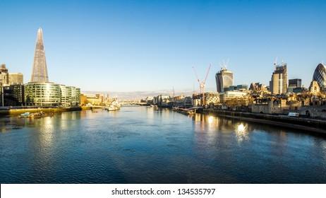 Panoramic shot of the river thames at sunrise