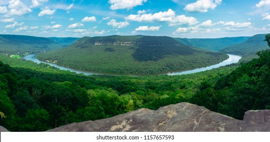 Panoramic shot of the Tennessee River flowing through the valley taken from Snoopers Rock in prentice cooper state forest. Beautiful landscape and typical eastern tennessee.