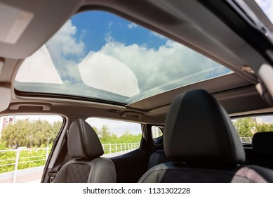 Panoramic sunroof in a car
