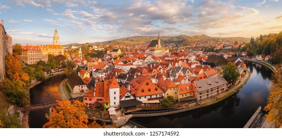 Panoramic sunset view of the historic city of Cesky Krumlov with