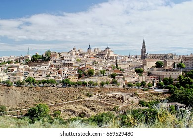 Panoramic of Toledo, Castilla La Mancha, Spain, view from Mirador del Valle, main monuments, cathedral, Alcázar, seminary, Church of S. Ildefonso, Jesuits, photos Munimara, munimara.com