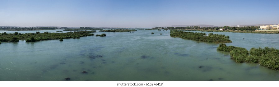 Panoramic view across Niger River, Bamako, Mali