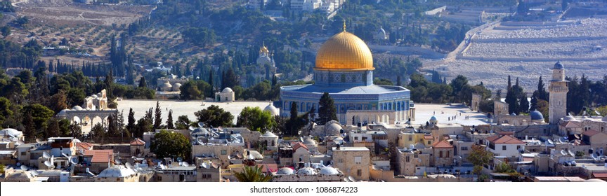 Panoramic view of Al-Aqsa Mosque, Jerusalem Old city and the Temple Mount, Dome of the Rock and Al Aqsa Mosque from the Mount of Olives in Jerusalem, Israel,