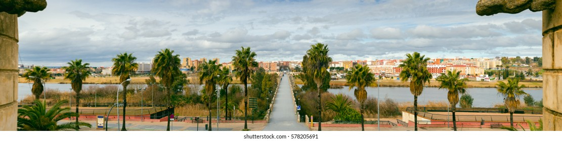 Panoramic view of Badajoz city with Palms Bridge