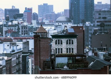 A panoramic view of buildings in the midst of New York City.