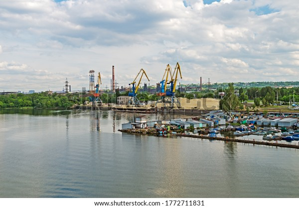 panoramic-view-cargo-river-port-600w-177