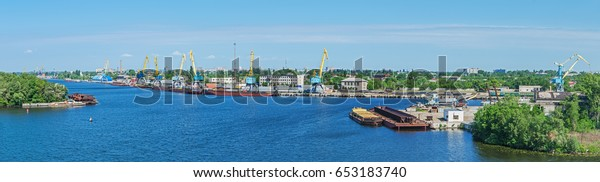 panoramic-view-cargo-river-port-600w-653