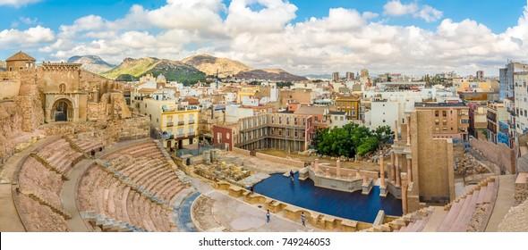 Panoramaaussicht auf die Cartagena von der antiken Römerstadt - Spanien