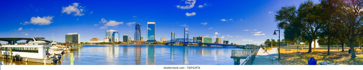 Panoramic view of city skyline with tourists, Jacksonville.