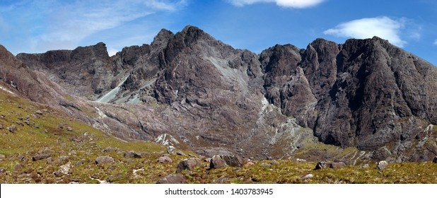 Panoramic view of Coire Lagan and Cuillin Mountain ridge from Sgurr Mhic Choinnich (left) to Sron na Ciche (right) with Sgurr Alasdair and Sgurr Sgumain (centre), Isle of Skye, Scotland, UK