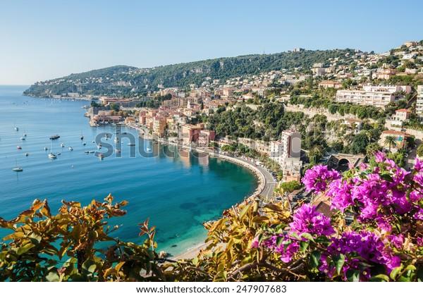 Vue panoramique sur la Côte d'Azur près de la ville de Villefranche-sur-Mer
