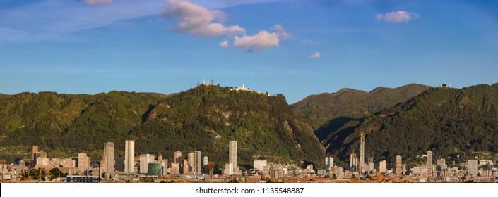 Vista panorámica de las colinas orientales de Bogotá
