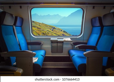 Panoramasicht auf den Genfer See und den Weinberg Lavaux in der Nähe von Lausanne, Schweiz aus dem Zugfenster. Lichteffekt auf dem Fenster.