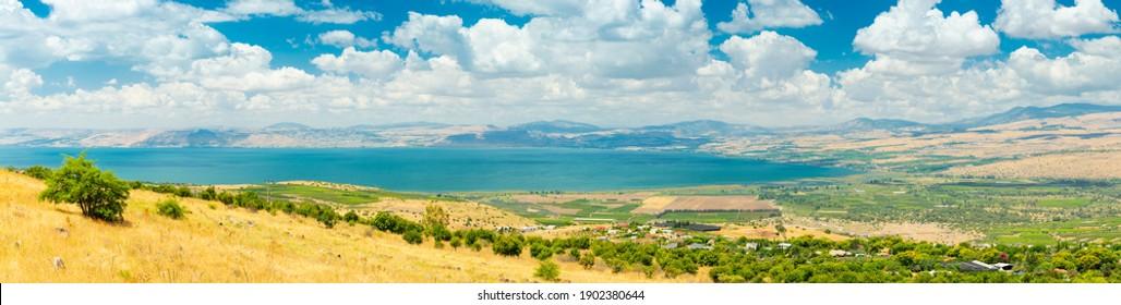 Panoramasicht auf die Golanhöhen und Galiläa und das Meer von Galiläa, auch Tiberiasee, Kinneret oder Kinnereth genannt.Schöne Natur Israels, Heiliges Land