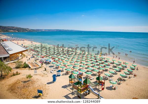 Panoramasicht auf den Strand von Golden Sands (Zlatni Piasci) in Bulgarien.
