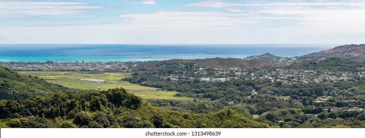 Panoramic view to Honolulu City from Nu'uanu Pali Lookout, O'ahu, Hawaii