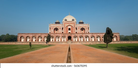Panoramic view of Humayun's tomb in New Delhi