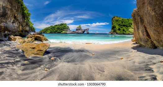 Panoramic view of idyllic tropical beach with small island and perfect azure clean water - nobody / Indonesia, Bali, Nusa Penida