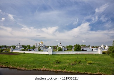 Panoramic view of Intercession Pokrovsky Monastery on sunny spring day, Suzdal, Russia
